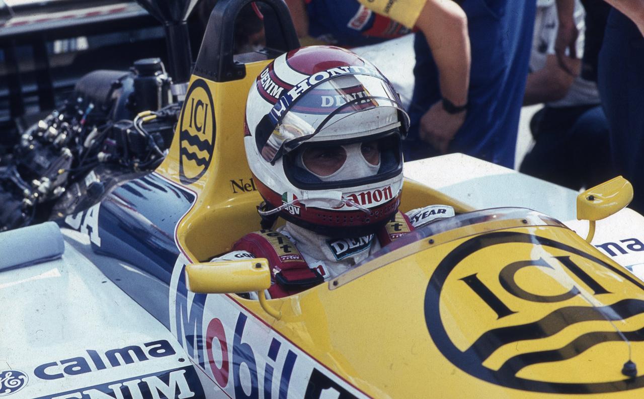 Nelson Piquet a Hungaroring első győztese lett, miután az F1-történet egyik legnagyobb manőverével, kívülről előzte Ayrton Sennát az első helyért. Annyira feküdt neki a magyar pálya, hogy a második nagydíjunkat is ő nyerte meg, 87-ben. Abban a szezonban a világbajnokságot is megszerezte, háromszoros bajnokként vonult vissza 1991 végén. Ma két fia versenyzői karrierjét egyengeti, és bizniszeit intézi.