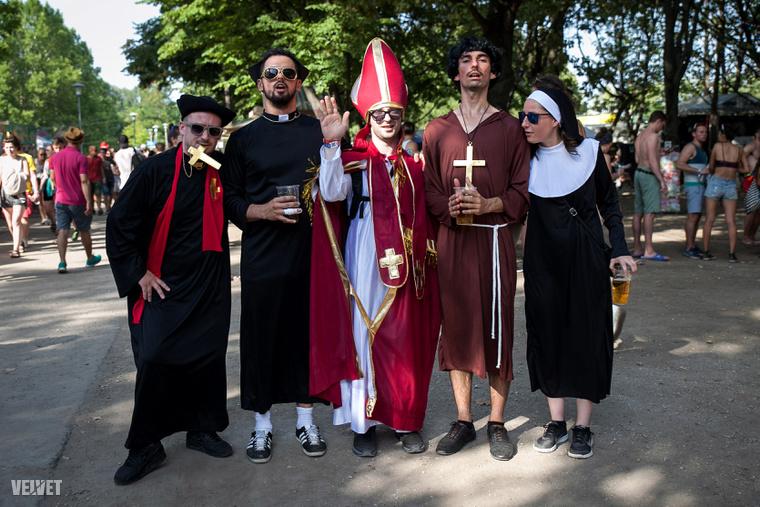 Nem, ők nem a Vatikánból jöttek, hanem Franciaországból.