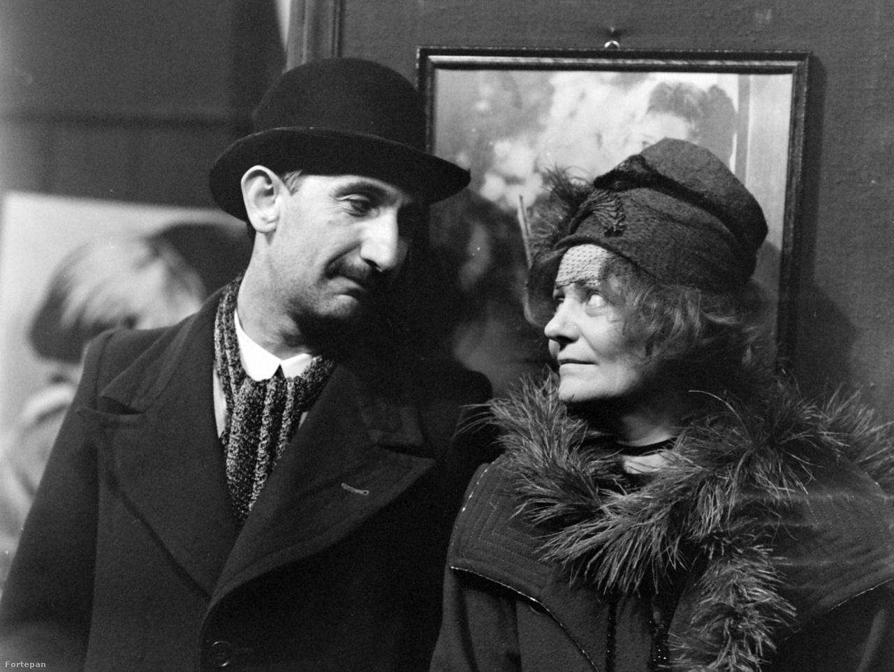 """Az azóta már nem is létező, Szigony utcai Otthon mozi előterében készült a jelenet Temessy Hédivel, Minarik mindenkitől pénzt próbál szerezni, a mozistól is, őt keresi, amikor a nővel találkozik. Jávor István a mai napig emlékszik a dialógra. """"Lilian Gishről beszélgetnek, hogy az egy bőgőmasina volt."""""""
