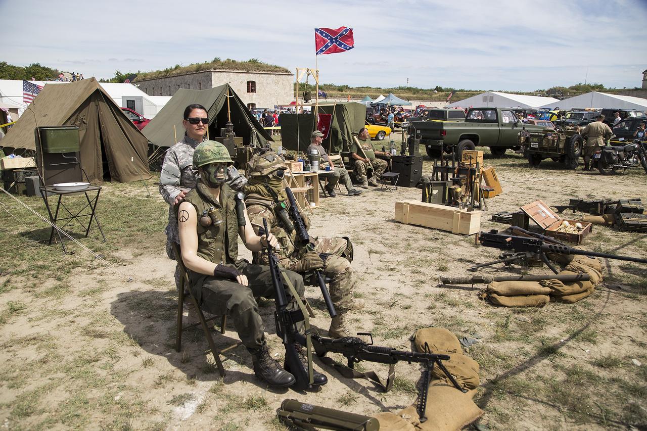 Amerikai haditechnikai eszközöket gyűjtő megszállottak egy komplett bázist hoztak létre privát gyűjteményükből a fesztivál területén. Először három éve voltak itt, akkora sikerrel, hogy most már a szervezők meghívására építettek bázist. Eredeti és replika fegyverek, katonai járművek garmadája vonzotta az ilyesmire fogékonyakat.