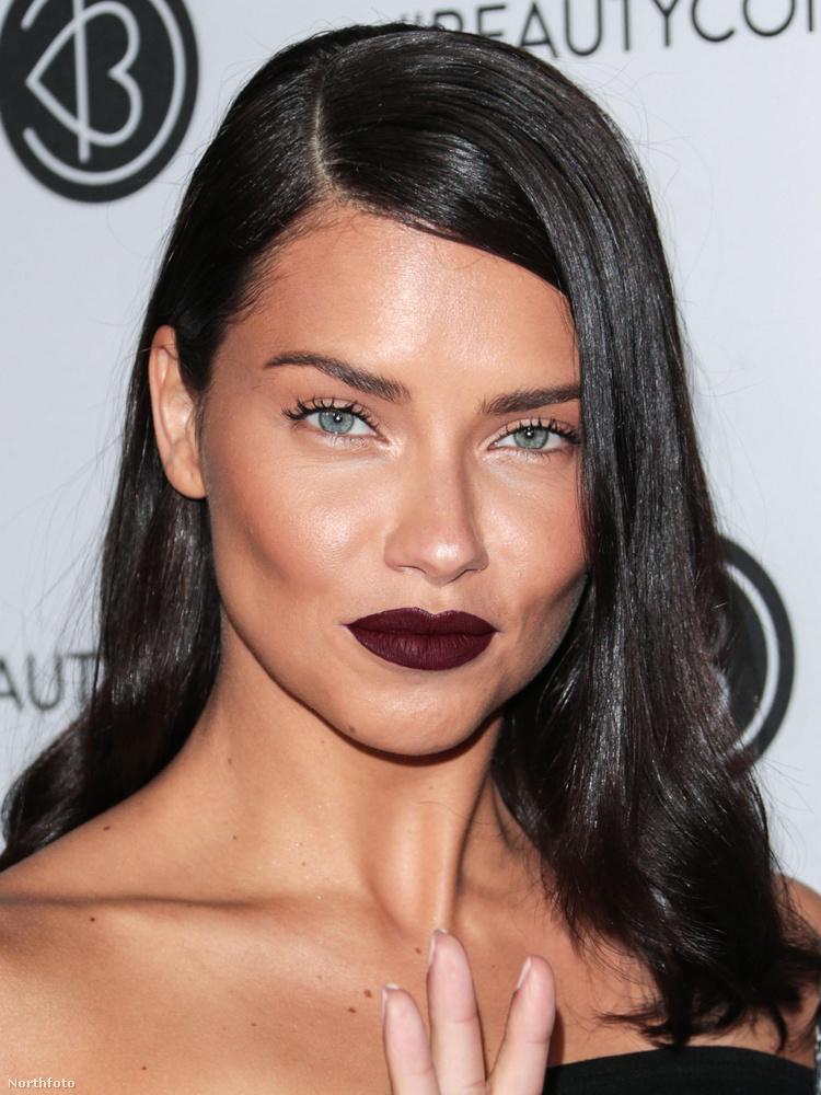 A Beautycon fesztivál első napján Adriana Lima is megjelent.
