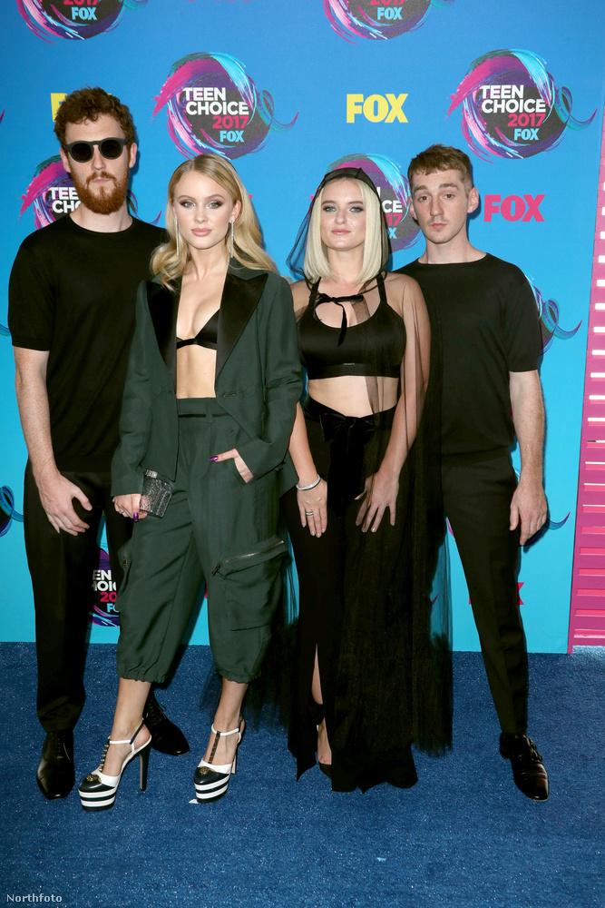 Itt a Clean Bandit zenekar tekinthető meg, aztán térjünk is inkább rá a hülyén öltözöttekre.