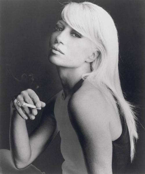 Donatella fiatalon olyan gyönyörű volt, mint a legszebb hollywoodi színésznők - miért kellett elcsúfítania a vonásait?