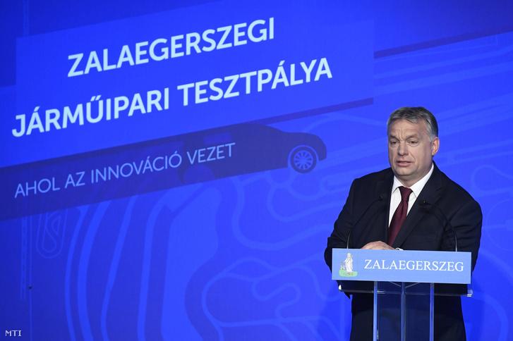 Orbán Viktor miniszterelnök beszédet mond az önvezető járművek fejlesztését is szolgáló tesztpálya építésének megkezdése alkalmából tartott ünnepségen Zalaegerszegen a Tudományos és Technológiai Parkban 2017. május 19-én.