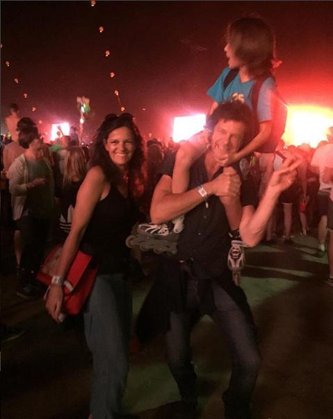 Till Attila hatalmas táncolt feleségével, Krisztinával és fiával a Major Lazer-koncerten.
