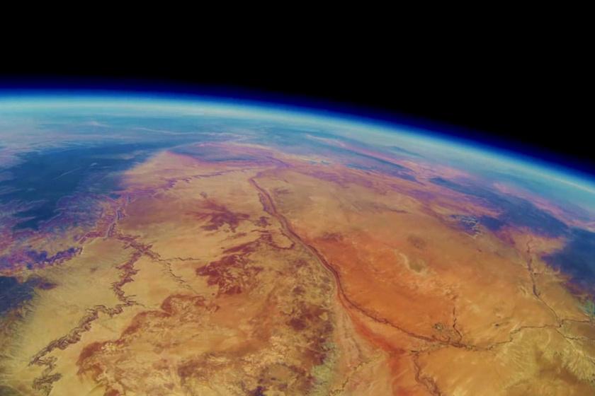 Egy túrázó megtalálta a léggömböt, és visszajuttatta azt az öt barátnak, akik gyönyörű felvételeket találtak a kamerában a Grand Canyonról.