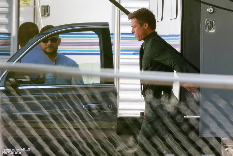 Brad Pittről hirtelen kaptunk egy csokor hírt, gyorsan le is tudjuk a legkevésbé velőtrázót: elkezdte forgatni az új filmjét, az Ad Astrát, ami mondjuk egy elég érdekes scifinek ígérkezik, szóval annyira mégsem fontatlan.A többi hír természetesen a válásáról szól.