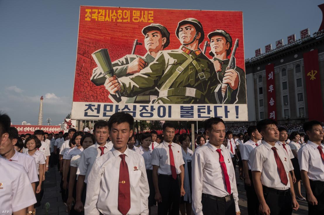 Felvonulás Észak-Koreában az amerikai aggresszió ellen, augusztus 9-én.