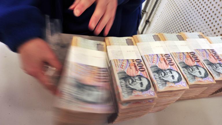A kormány spekulációval magyarázza a gyenge forintot