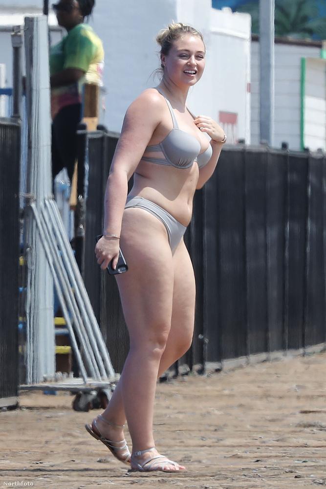 """""""Normális nők a strandon"""" című sorozatunk mostani részének Iskra Lawrence a főszereplője.(A korábbi részek itt tekinthetők meg.)"""