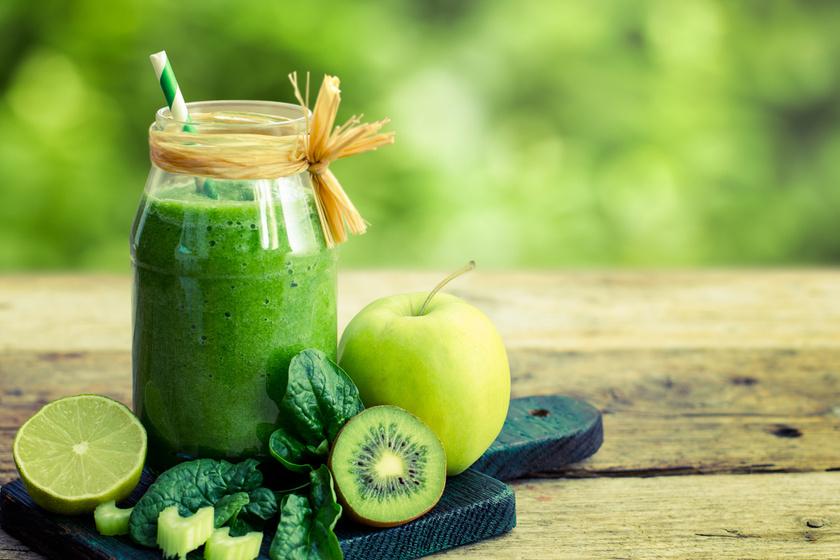 A variációk végtelen lehetőségeket tartogatnak: egy deci joghurthoz, egy banán és egy kivi feléhez, illetve fél marék spenóthoz adj egy kisebb zöld almát reszelve. Ízesítheted lime levével is.