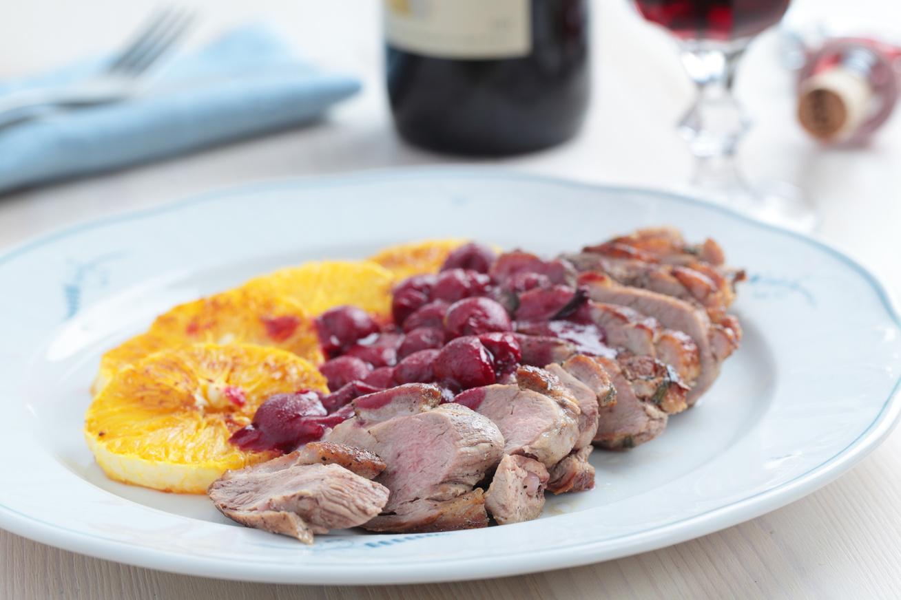 Rózsaszínre sült kacsamell fűszeres meggymártással - Így lesz igazán szaftos és omlós a hús