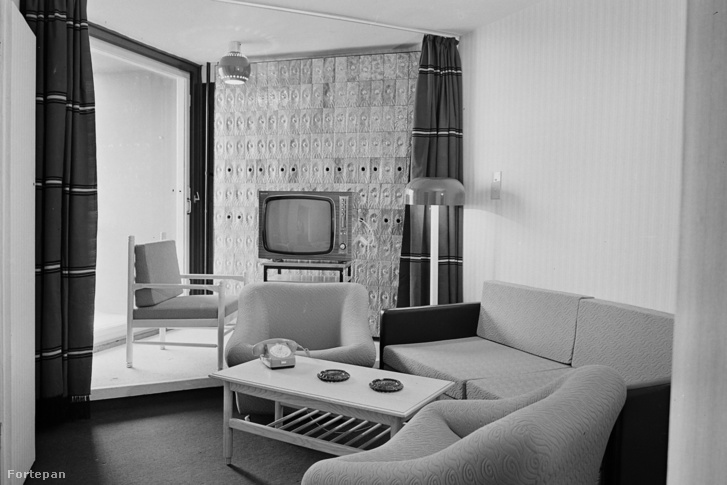 Az egyedileg kialakított, fűrészfog elrendezésű szobák a Helikonban. Mindegyik szobaablak és erkély a Balatonra néz, úgy, hogy nem lehet belátni a szomszédból