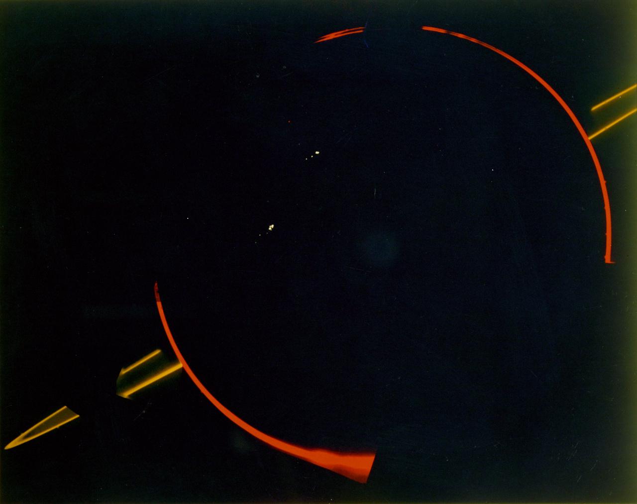 1979. augusztus 3. A Voyager 2 narancs- és ibolyaszín szűrők segítségével készült ellenfényes fotója megmutatta, hogy a Jupiternek is van nagyon halvány gyűrűrendszere.