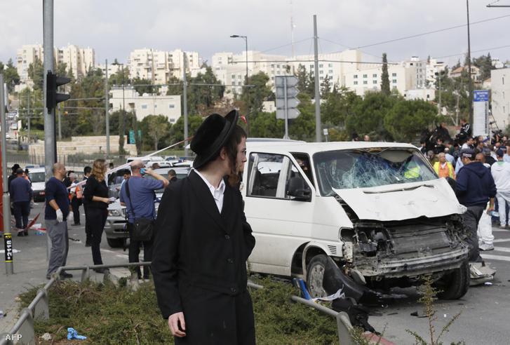 Egy palesztin hajtott járókelők közé Jeruzsálemben 2014. november 5-én, a támadásban egy ember meghalt és kilencen megsebesültek. Izraelben a kétezres évek óta hatvan ilyen akciót hajtottak végre.