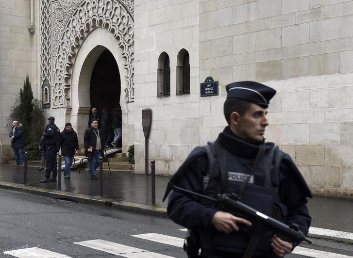 Egy férfi 2017. június 29-én Párizs Creteil nevű városának egyik mecsetje előtt próbált a tömegbe hajtani. A muszlim imaház előtt létesített akadályok miatt nem sikerült belehajtani a gyülekezőkbe, senki sem sérült meg.
