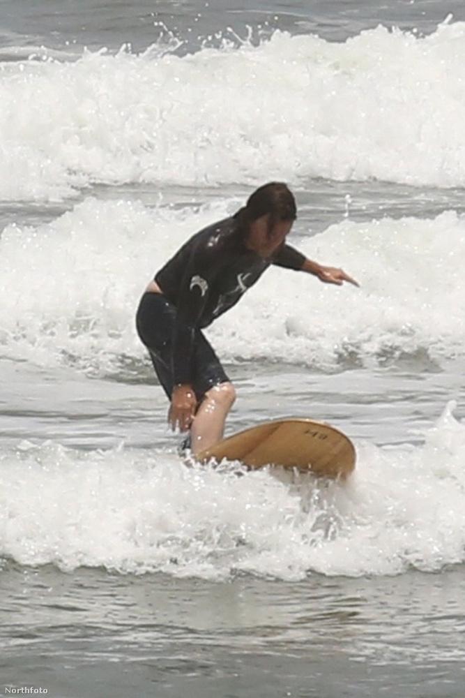 Plusz Norman Reedus szörfözik is néha.