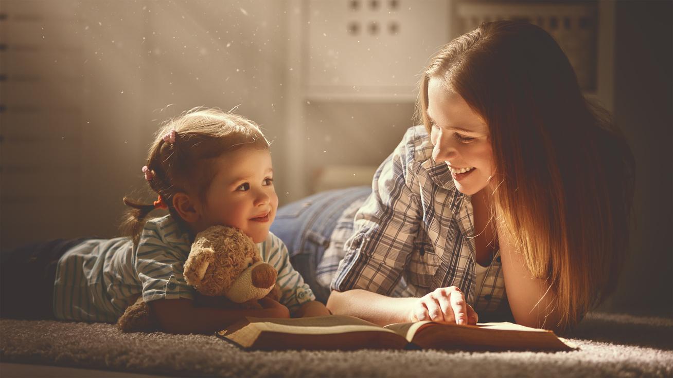 anya meset olvas gyereknek