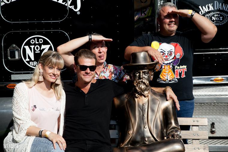 A Sziget fesztiválon a Jack Daniel's eseményére voltunk hivatalosak, ahol a négy sztárvendég között ott volt Peller Mariann és sógora, Lukács Miklós, akit Miki, esetleg Mikike néven is ismerhetnek az RTL Reggelijének nézői