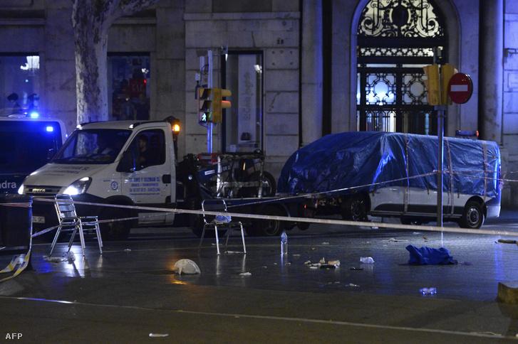 A furgon, amivel a tömegbe hajtott a merénylő a barcelonai La Rambla sétálóutcán 2017. augusztus 17-én