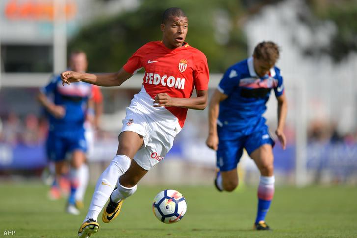 Mbappé még Monaco-mezben