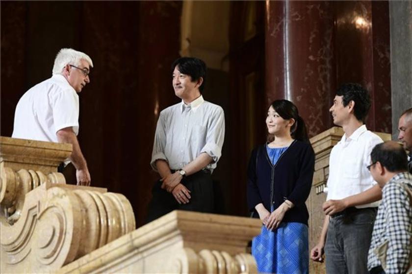 A japán királyi család tagjai a Néprajzi Múzeumban.