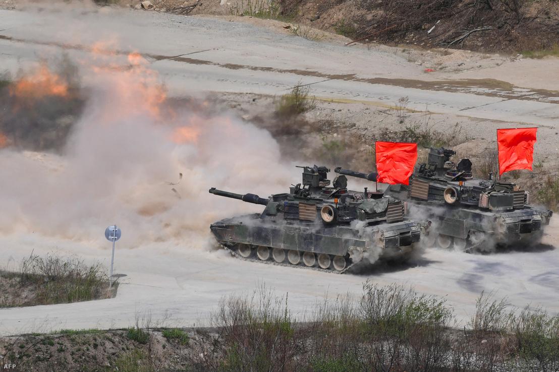 Dél-Korea és az Egyesült Államok közös hadgyakorlata Szöultól 65 km-re, 2017. április 26-án.