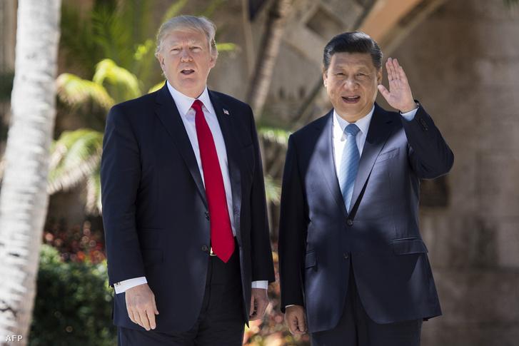Donald Trump és Hszi Csin-ping kínai elnök a Mar-a-Lago-i golfklubban 2017 júniusában