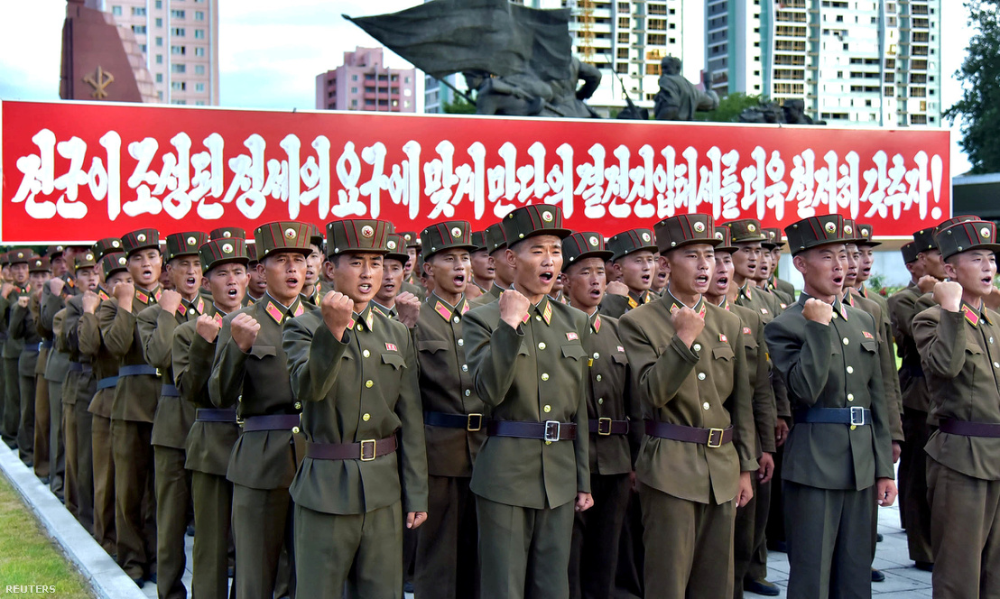 A Népbiztonsági Minisztérium tisztviselői Phenjanban