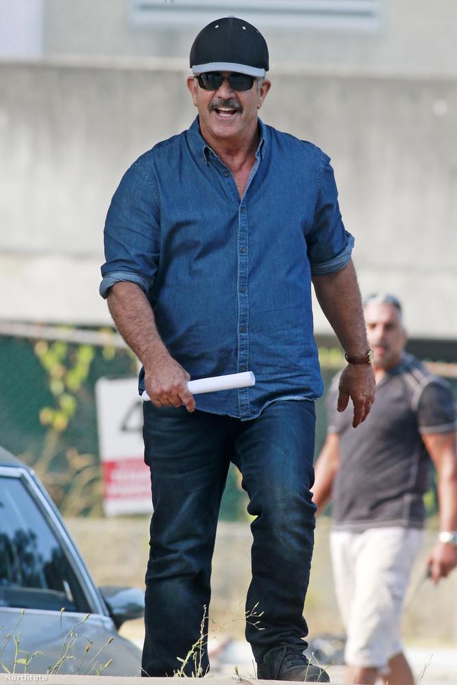 Itt van Mel Gibson...