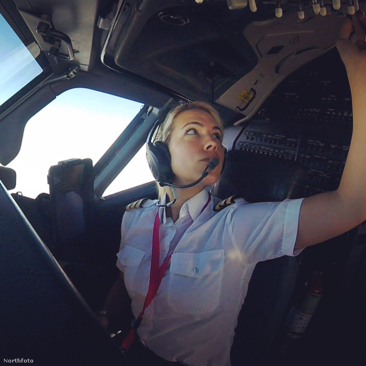 Négy éve már, hogy pilótaként tevékenykedik, ami csak közepesen érdekfeszítő abból a szempontból, hogy nem ő az első nőnemű lény, aki erre a munkára született