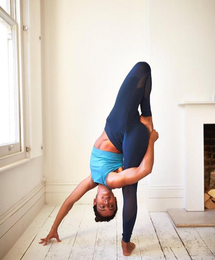 Ha ön is még mindig abban a hitben él, hogy  a jóga valami ezoterikus handabanda, ami igazból csak trendi, de nem ér semmit, akkor hadd mutassuk be  az ausztrál Shona Vertue-t, aki még David Beckham hasonló elképzeléseit is megváltoztatta erről a sportról.