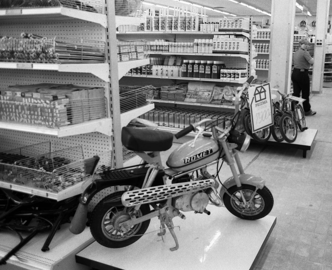 Az egyik közkedvelt modell a lengyel Romet Pony moped volt. A szovjet Verhovinával ellentétben igen mokány kis jármű volt, simán vette az emelkedőket, félgázzal is megmászta a dombokat, fogyasztása mégis 2,5 liter alatt maradt, igaz, a gyorsulásnak 40 km/h-nál vége szakadt. A borsos, 7900 forintos árért öntött alufelni is járt. A kormányváltót szokni kellett: lefelé egyes, felfelé kettes, kész.