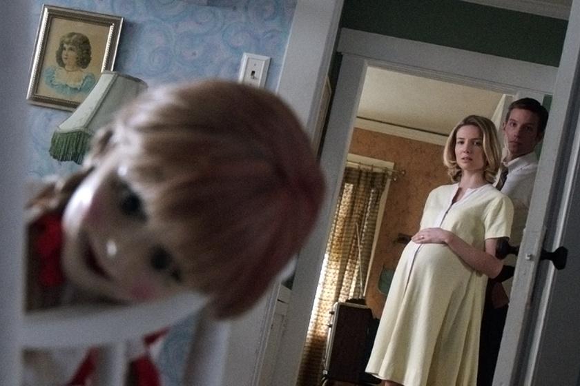 Annabelle , a játék baba már a Démonok között című filmben is felbukkant, később csak a baba köré építették fel Annabelle különálló történetét.