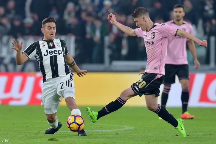 Sallai a juventusos Dybalával küzd a Palermo rózsaszín mezében