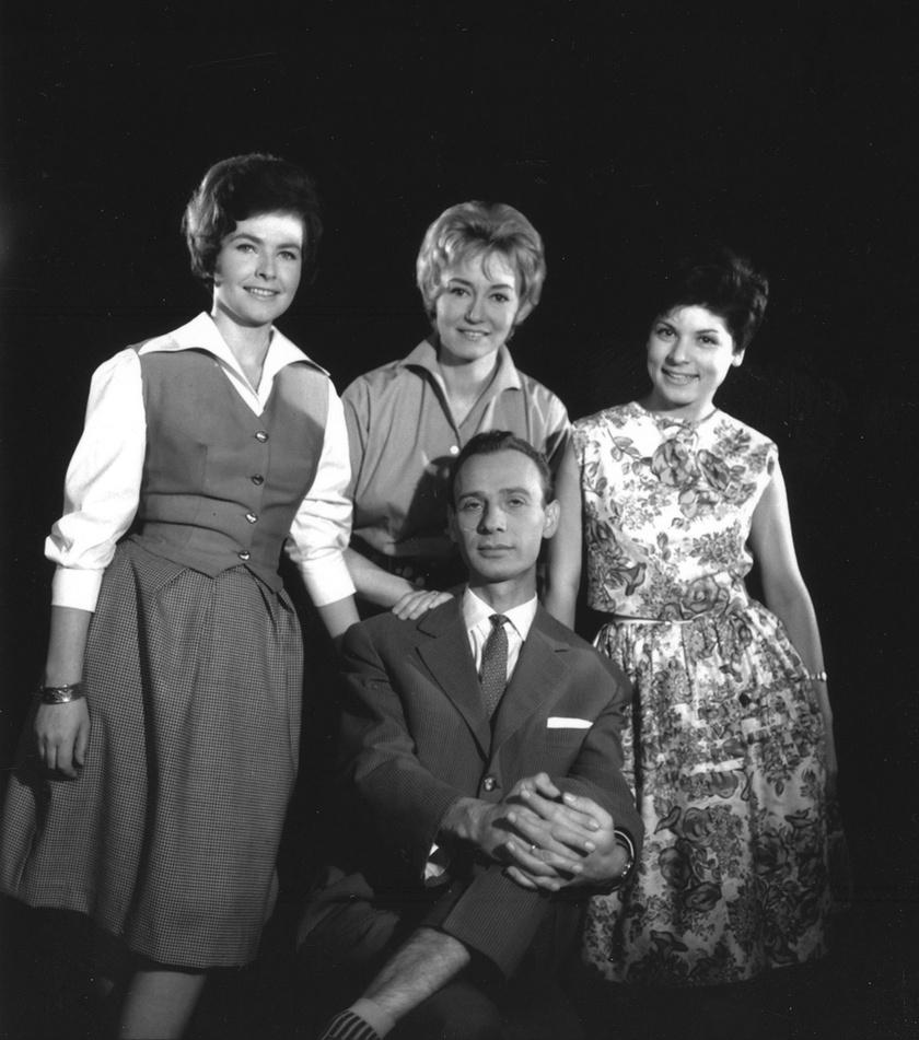 Takács Marika, Lénárd Judit, Tamási Eszter és Varga József bemondók 1967-ben - már egyikük sem él.