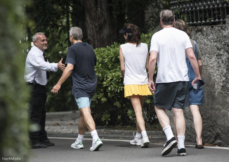Persze az ismerősöket még futás közben sem tudják kikerülni