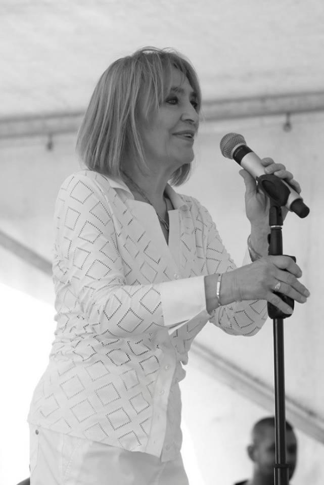 Kovács Kati énekesnő friss koncertfotóját sokan dicsérték a Facebookon.