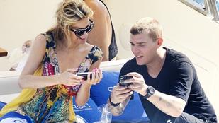 Paris Hilton szokatlan módon kommunikál a pasijával