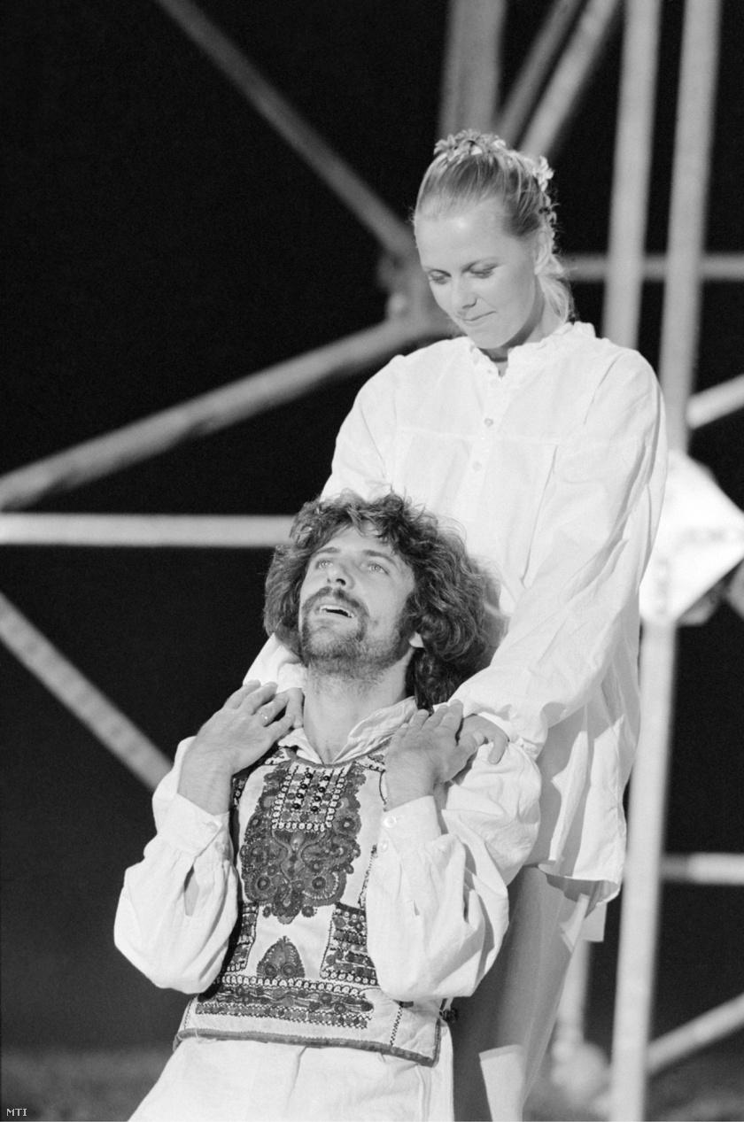 Sára Bernadett 32 évesen kapta meg Gizella szerepét. A fotón Pelsőczy Lászlóval látható, aki István királyt alakította.