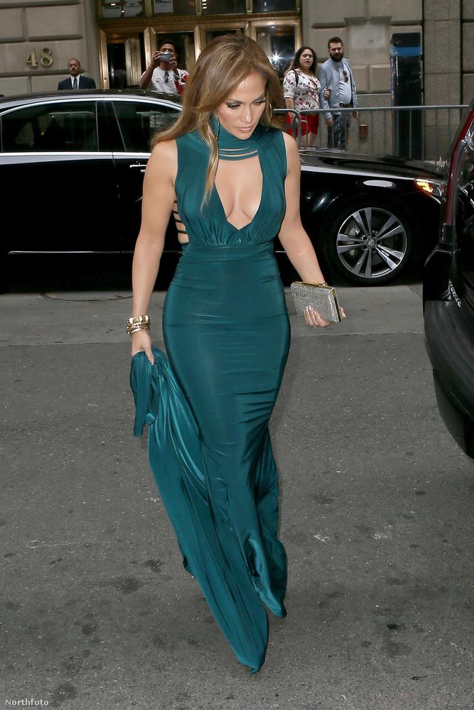 Jennifer Lopez és Mariah Carey is szerepelnek az amerikai Paper magazin Las Vegasszal foglalkozó különkiadásában, mindkettejükkel készítettek interjút a lapszámhoz