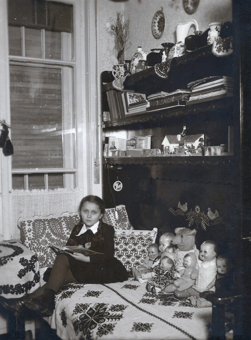 Tányérok a falon, hímzett szőttes az ágyon: sokakban máig nosztalgikus érzéseket idéz a kép.