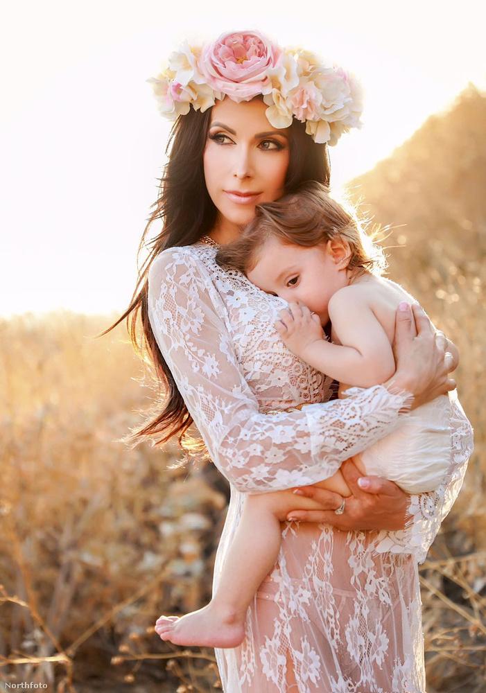 Emellett pedig - a Daily Mail beszámolója szerint - ő jelenleg a világ legszexibb anyukája.