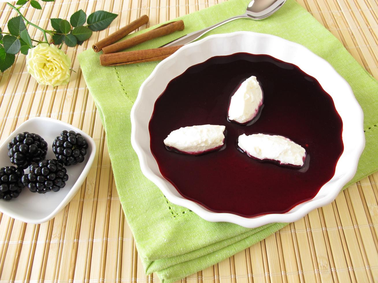 Selymes szederkrémleves pudinggal habarva - Behűtve, tejszínnel a legfinomabb