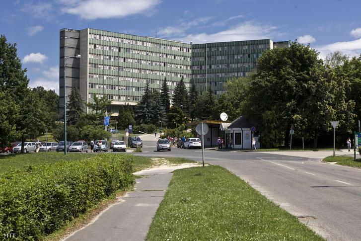 A Magyar Imre Kórház főépülete a Veszprém megyei Ajkán.