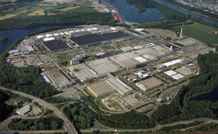 A Mercedes-Benz wörthi teherautógyára jelenleg a legnagyobb kamiongyár a világon. A magyar eTrucknak egy legalább ekkora gyára lesz Hegyeshalom mellett