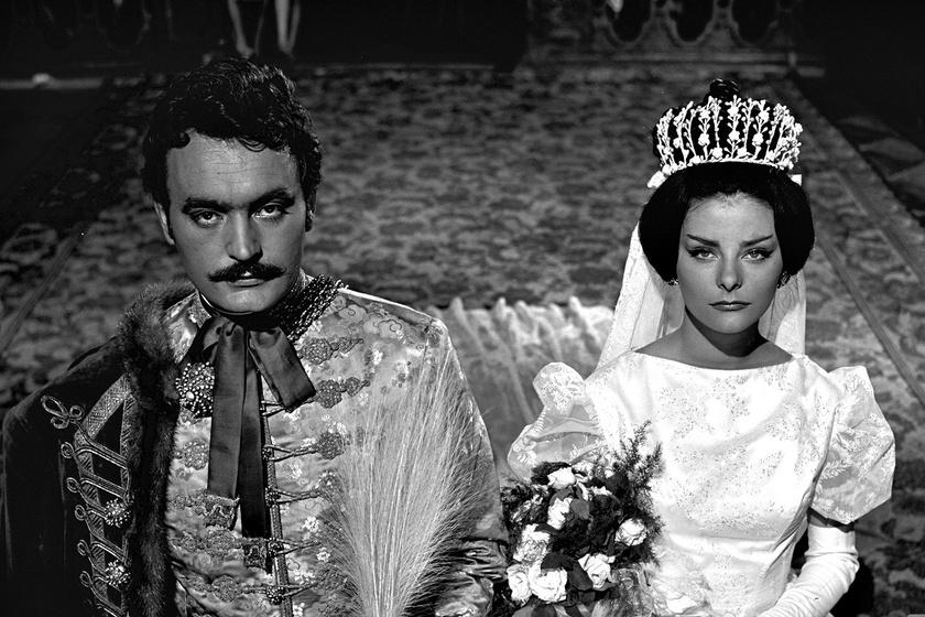 Tímár Mihály (Csorba András) és Tímea (az akkor még a Színművészeti Főiskolára járó Béres Ilona) esküvője Az aranyemberben.