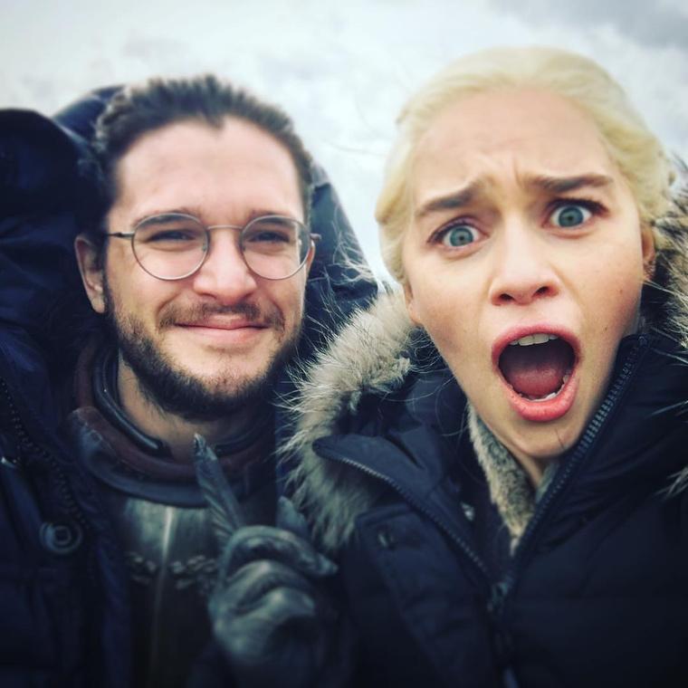 Ezt a képet a Daeneryst alakító Emilia Clarke posztolta az Instagramjára kettejükről.