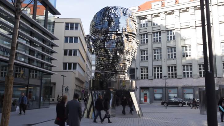 Kafka-szobor, Prága