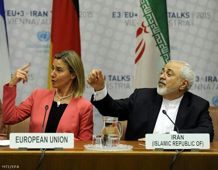 Federica Mogherini, az EU kül- és biztonságpolitikai főképviselője és Mohamed Dzsavád Zaríf iráni külügyminiszter Bécsben 2015. július 14-én miután megállapodással zárult az iráni nukleáris programról folytatott tárgyalások újabb fordulója Irán és az Egyesült Államokat, Kínát, Franciaországot, Nagy-Britanniát, Oroszországot és Németországot tömörítő Hatok csoport képviselői között.